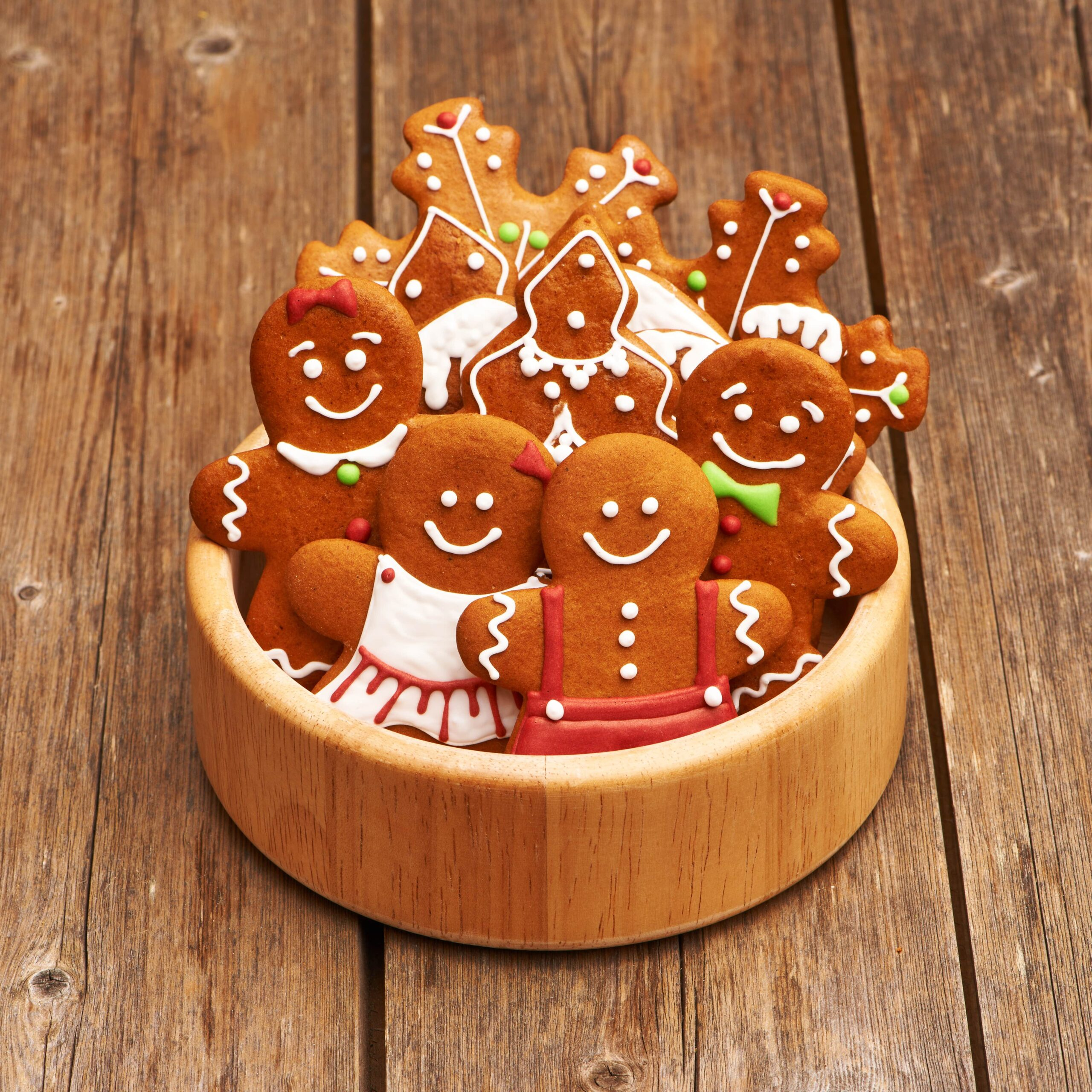Christmas-gingerbread-cookies-P8DEUUT-min