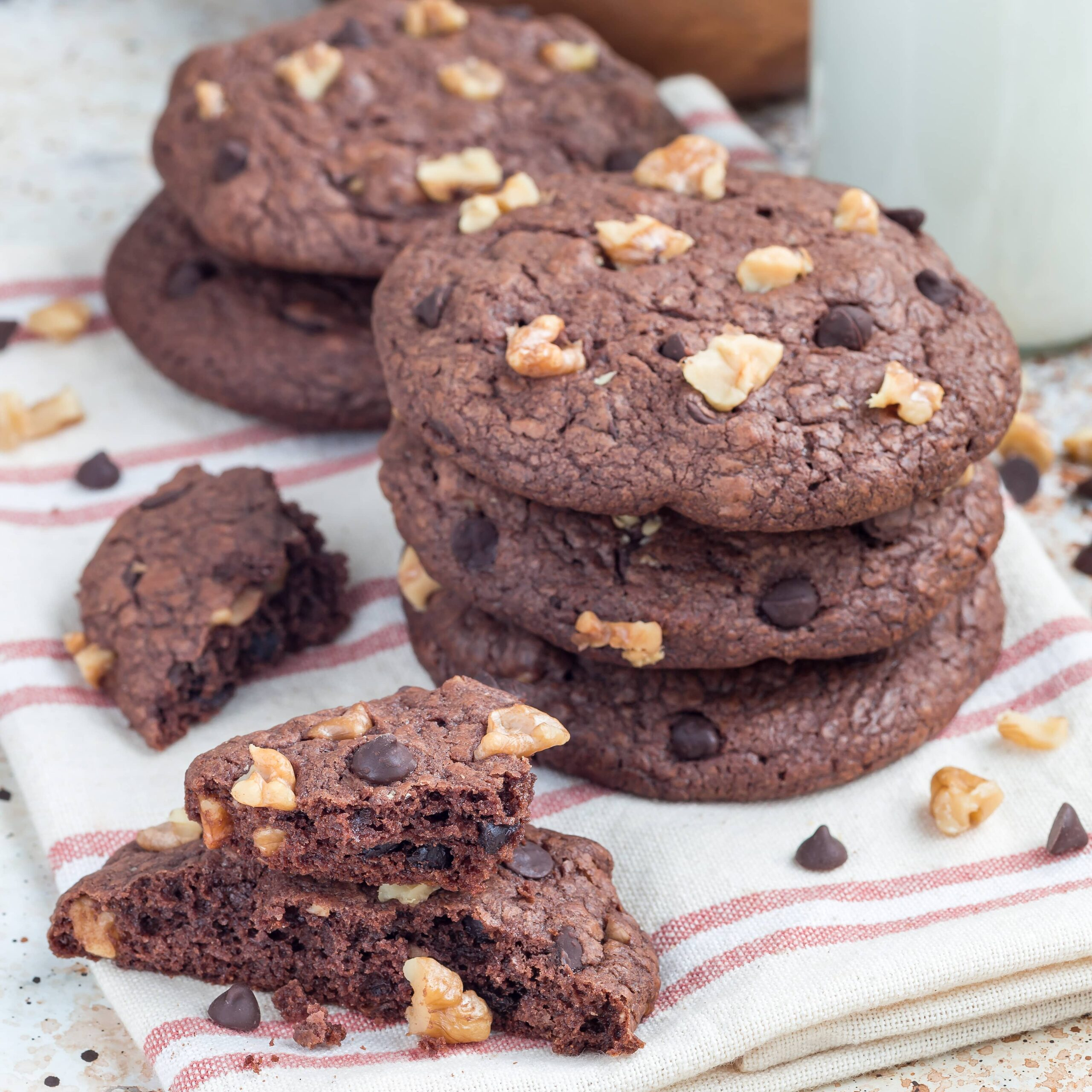 Homemade-chocolate-cookies-with-walnuts-and-chocol-PNT7VPP (1)