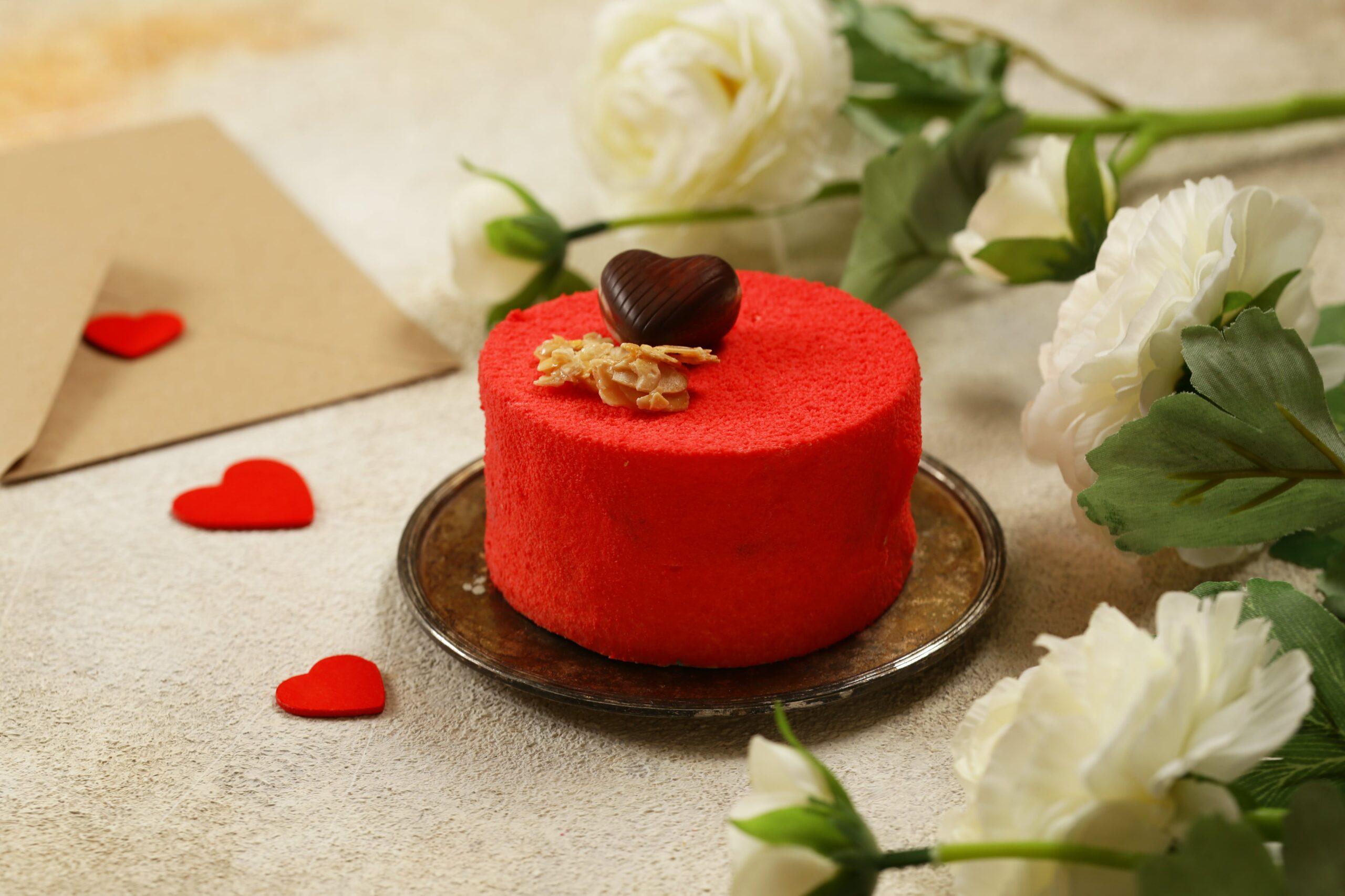Red-velvet-cake-for-valentines-day-499P9JB-min